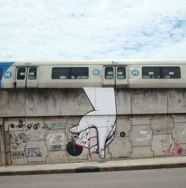 (mural with hand and train) Title: M2 Rio De Janeiro, Brasil 2010                                         courtesy of SIMJEE TEXTOR management