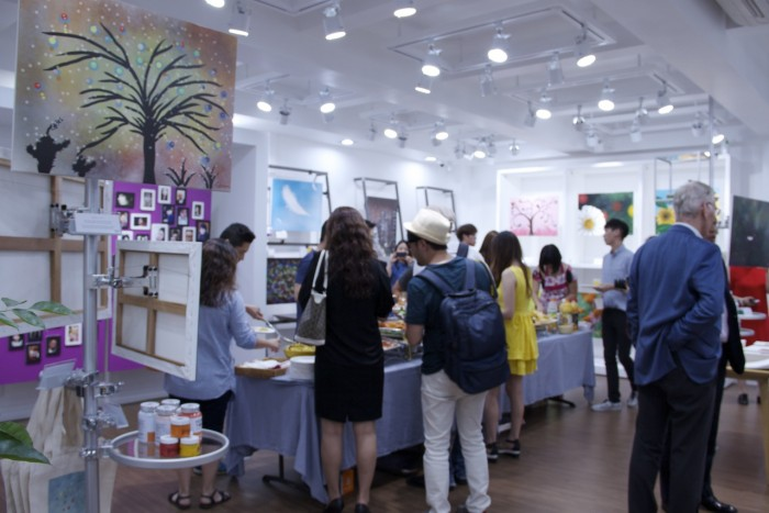 Mixing Art show in South Korea with art fans