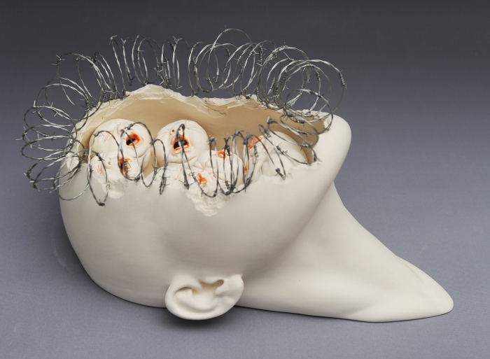 Johnson_Tsang-Behind_the_Wall-Porcelain_and_Wire-36cmx22cmx20cm