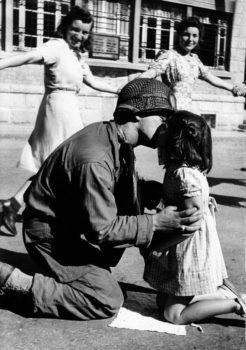 The-Kiss of liberation, 1945 Copyright Tony Vaccaro, Michael A Vaccaro Studio